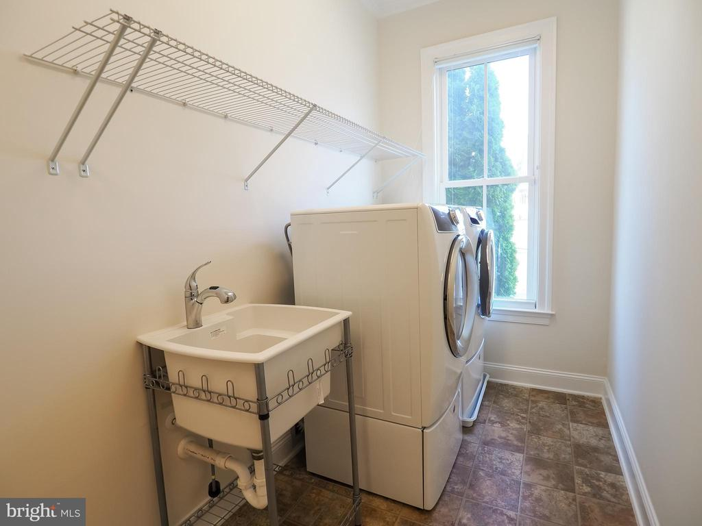 Main Level Laundry - 41868 PADDOCK GATE PL, ASHBURN