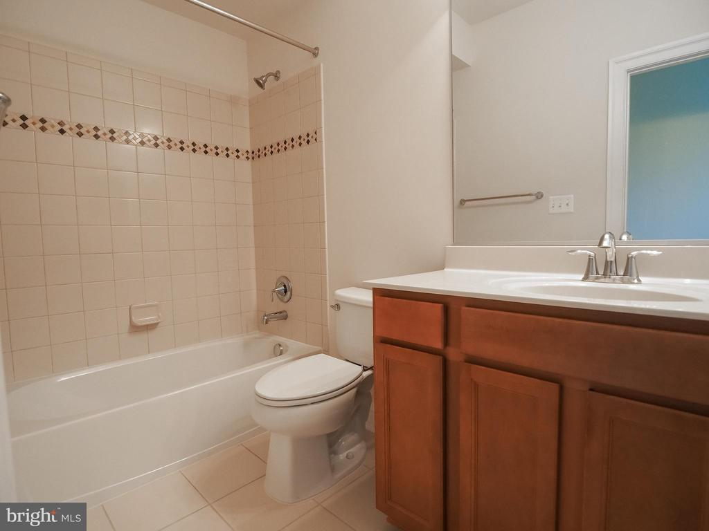 Fifth Bedroom Bath - 41868 PADDOCK GATE PL, ASHBURN