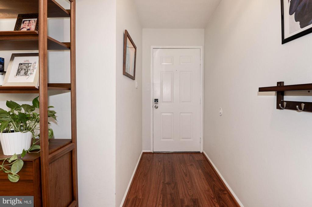 Welcome Home!  Come on in & Fall in Love! - 7758 NEW PROVIDENCE DR #10, FALLS CHURCH