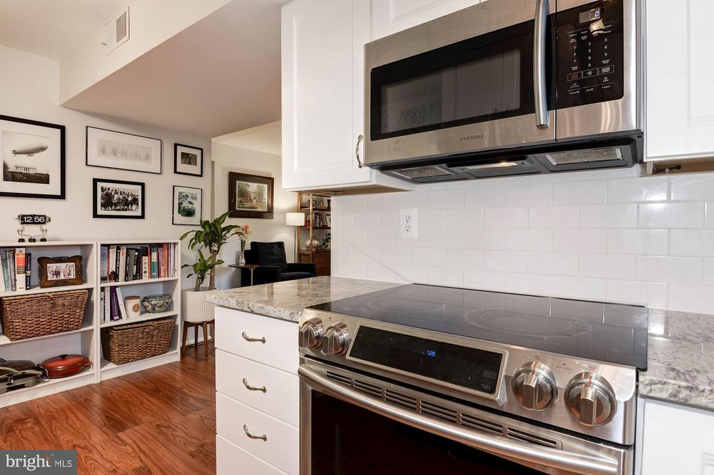 Kitchen - Stainless Steel Appliances! - 7758 NEW PROVIDENCE DR #10, FALLS CHURCH