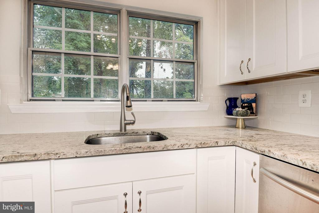 Kitchen - Granite Counter Tops, Window Above Sink! - 7758 NEW PROVIDENCE DR #10, FALLS CHURCH
