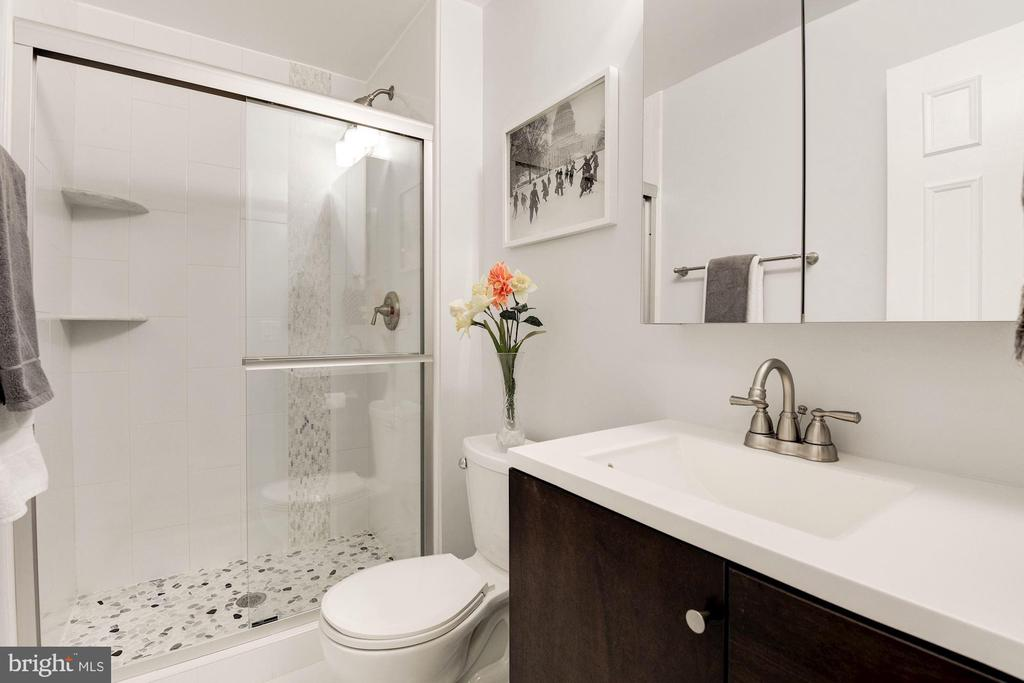 Full Bathroom #2 - Renovated Top-to-Bottom! - 7758 NEW PROVIDENCE DR #10, FALLS CHURCH