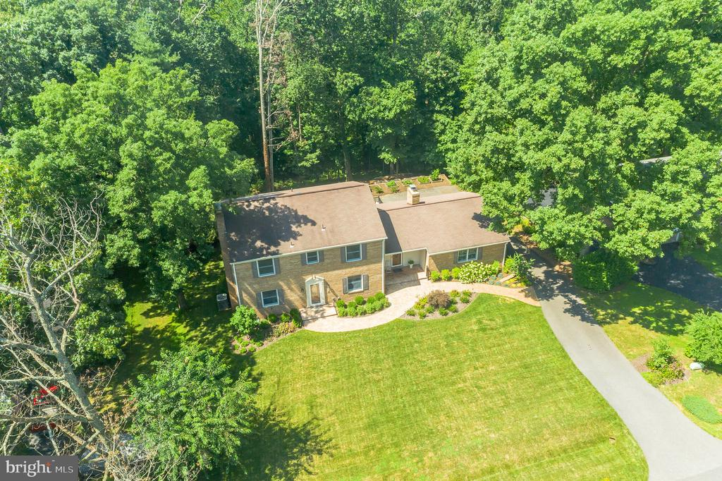Brick all the way around Haines Built to last! - 10832 MIDDLEBORO DR, DAMASCUS