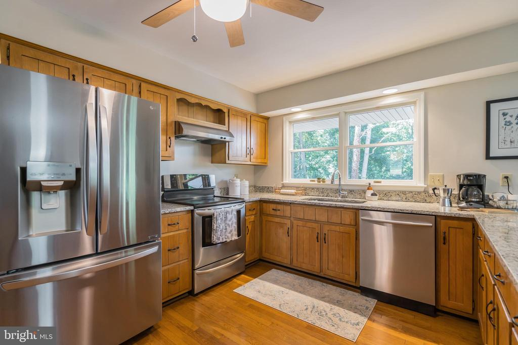 The stainless steel appliances are  Energy Star - 10832 MIDDLEBORO DR, DAMASCUS