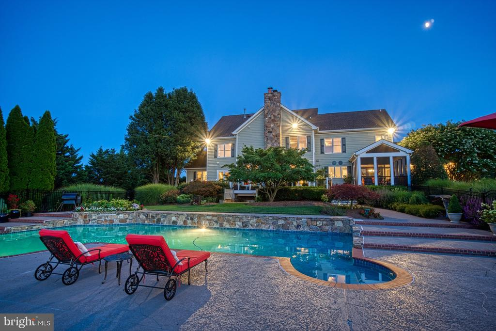 Backyard Oasis - 17055 SPRING CREEK LN, LEESBURG