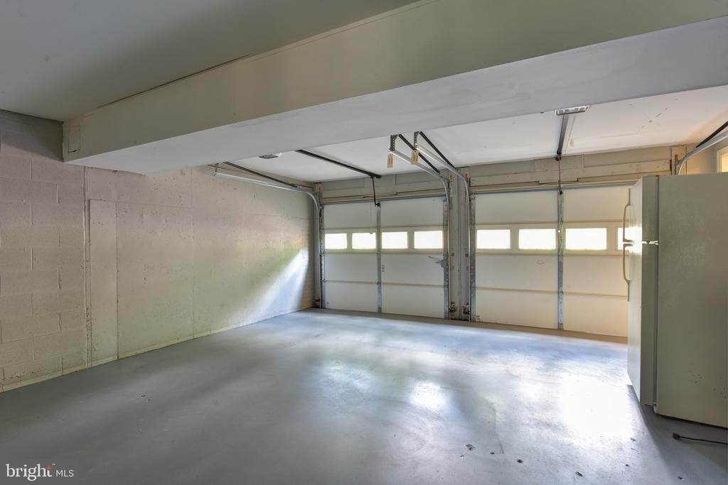 2-car garage - 1000 DARTMOUTH RD, ALEXANDRIA