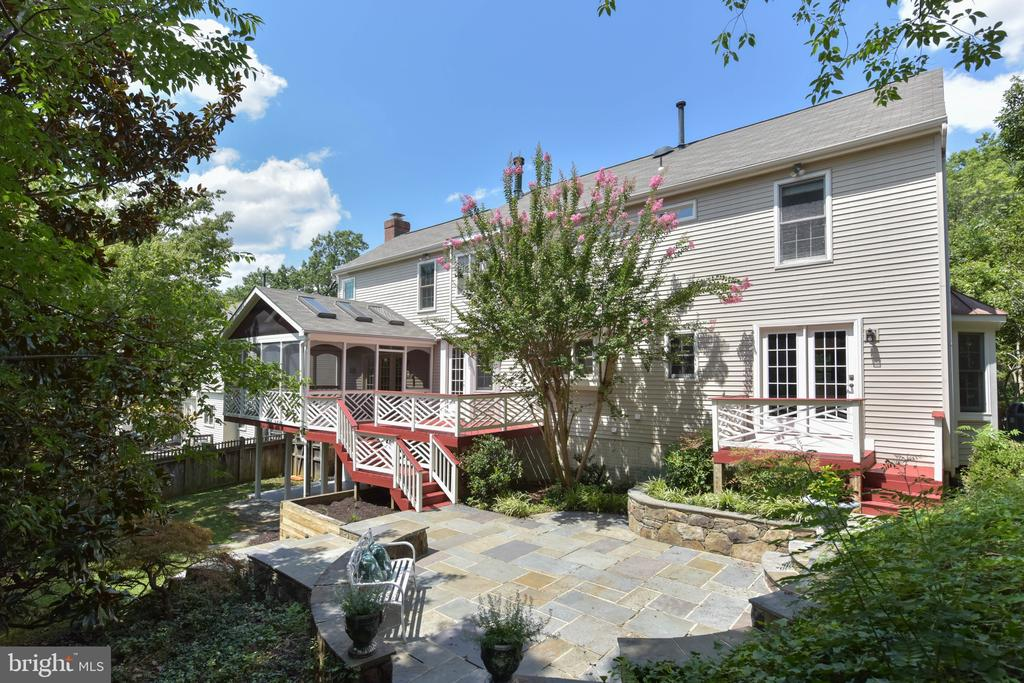 Multiple decks, patios, and screened porch - 1000 DARTMOUTH RD, ALEXANDRIA