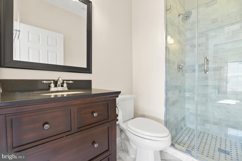 Newly Remodeled Bath - 20232 SENECA SQ, ASHBURN