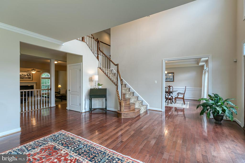 Large Open Foyer/Living Room - 5 ABRAHAM CT, STAFFORD