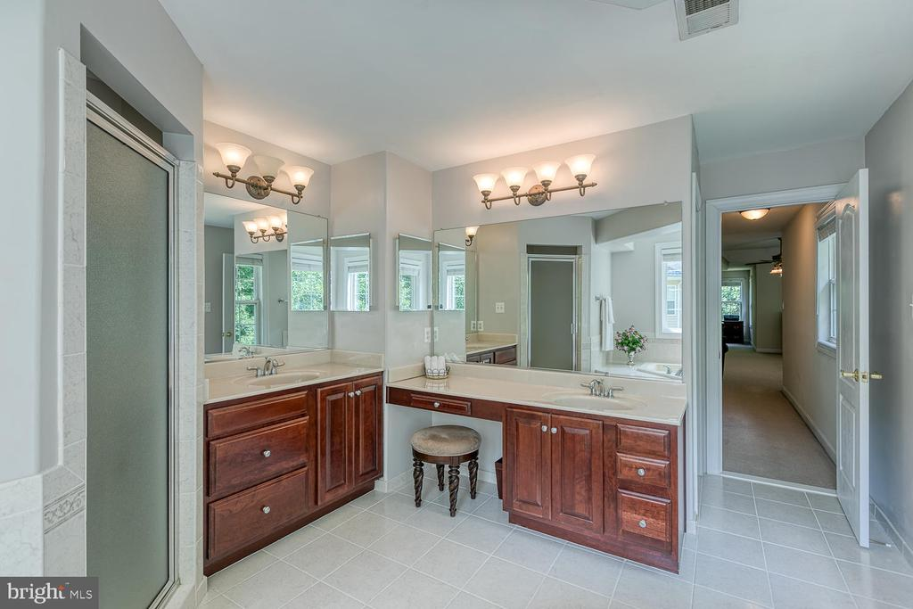 Master Bath with Double Vanities - 5 ABRAHAM CT, STAFFORD