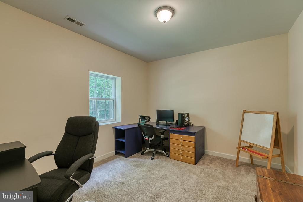 Lower Level Office - 5 ABRAHAM CT, STAFFORD