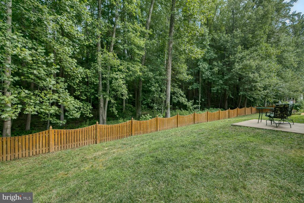 Private Fenced in Yard with Park Like Setting - 5 ABRAHAM CT, STAFFORD