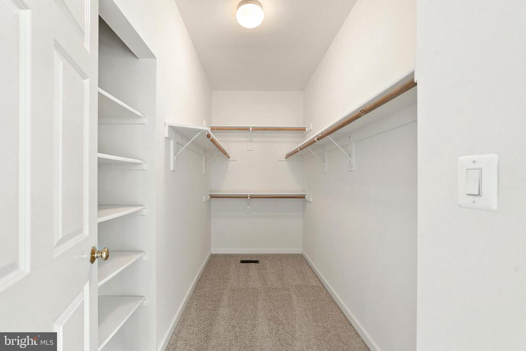 Master Bedroom Walk in closet w/built-in - 26235 OCALA CIR, CHANTILLY