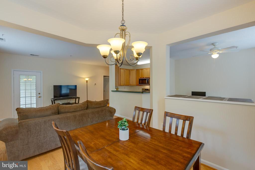 Dining area open to family room - 6495 TAYACK PL #201, ALEXANDRIA