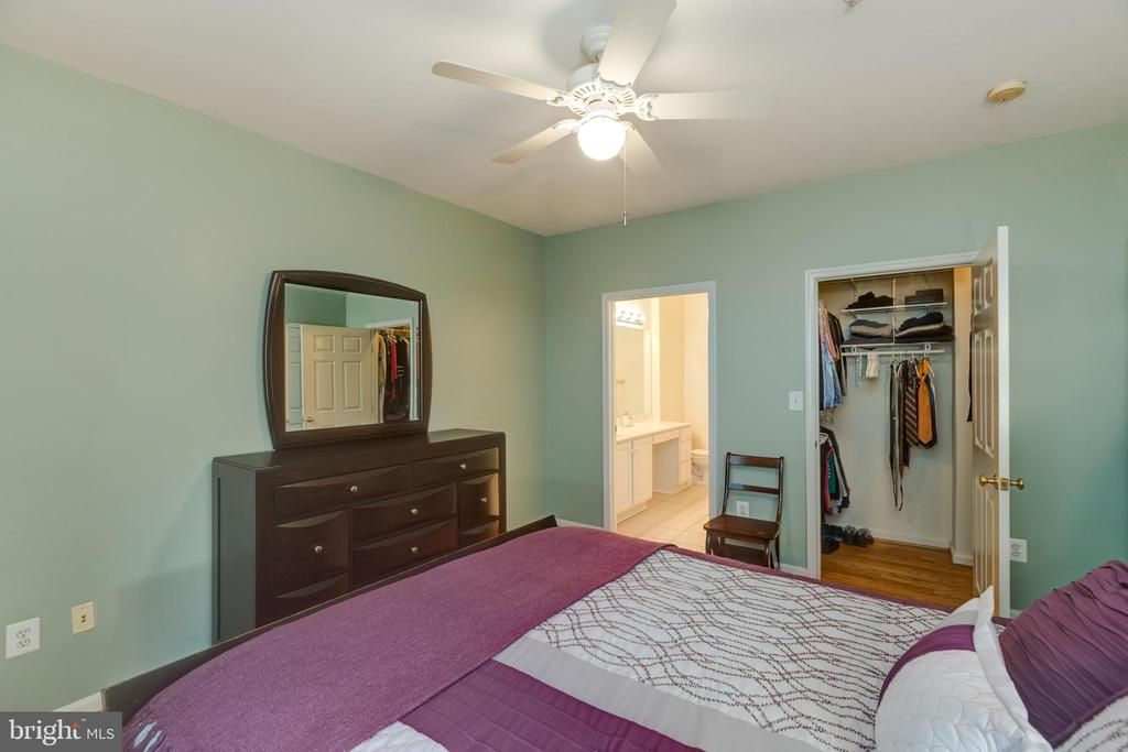 Master bedroom with spacious walk-in closet - 6495 TAYACK PL #201, ALEXANDRIA
