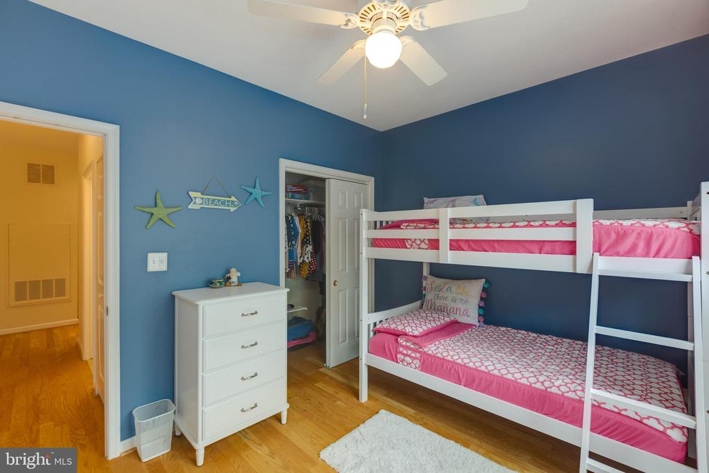 Lovely second bedroom with fan and hardwood floors - 6495 TAYACK PL #201, ALEXANDRIA