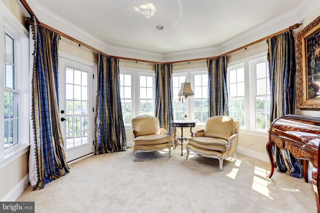 Master Bedroom sitting area - 1635 ADMIRALS HILL CT, VIENNA