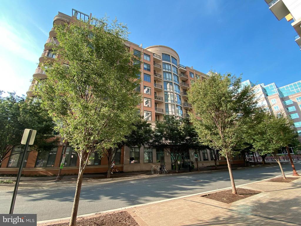 Boutique Condo Building in Perfect Location - 3625 10TH ST N #408, ARLINGTON