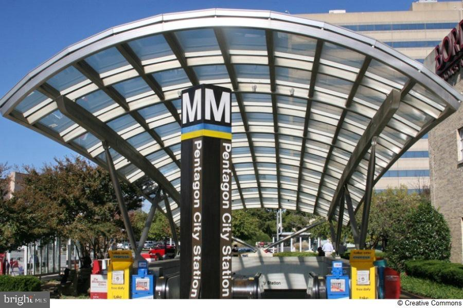 Walk less than 1/2 mile to metro - 1643 S HAYES ST #2, ARLINGTON