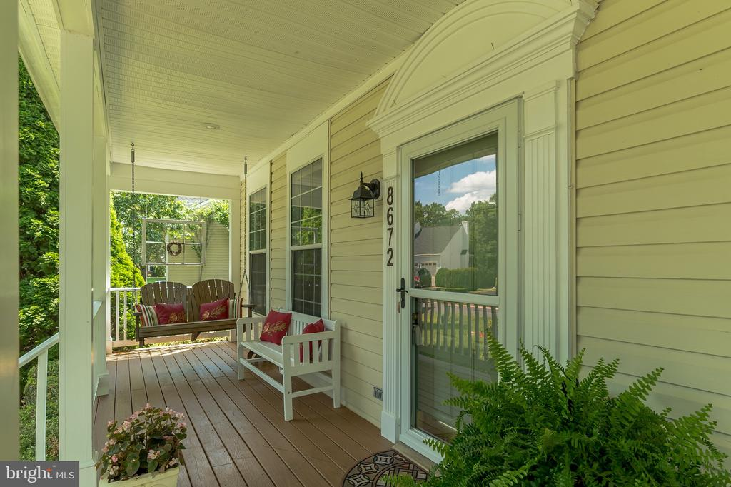 Inviting front porch - 8672 RUBY RISE PL, BRISTOW