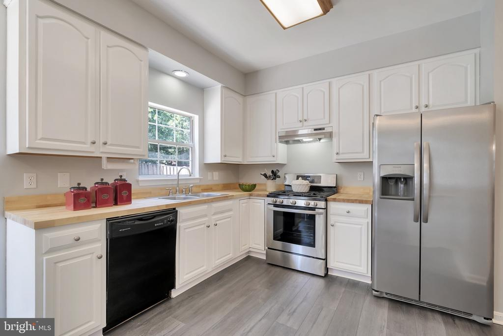Upgraded appliances - 8672 RUBY RISE PL, BRISTOW