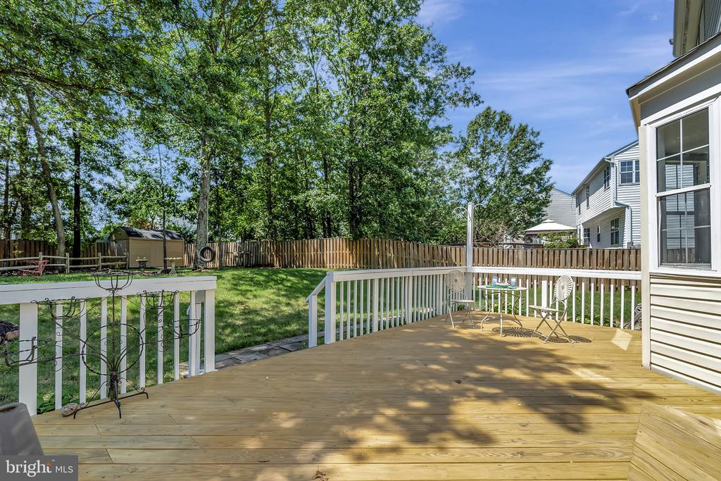 Large rear deck - 8672 RUBY RISE PL, BRISTOW