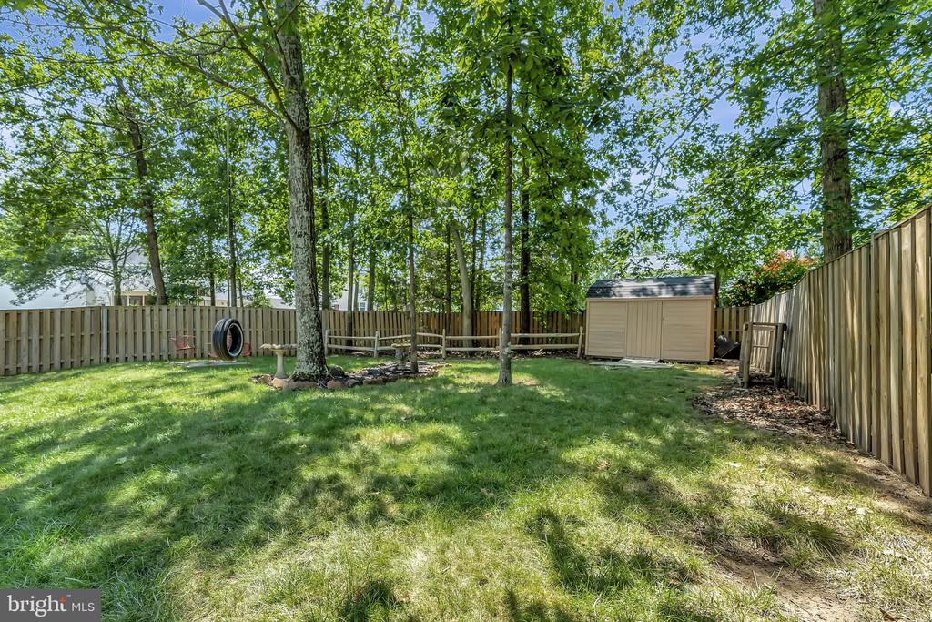 Great rear yard space - 8672 RUBY RISE PL, BRISTOW