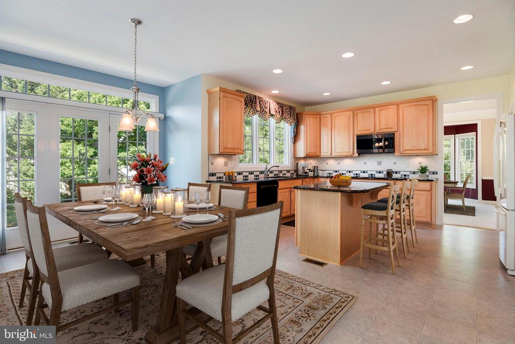 Chef's kitchen & breakfast room - 11308 KNIGHTS LANDING CT, LAUREL
