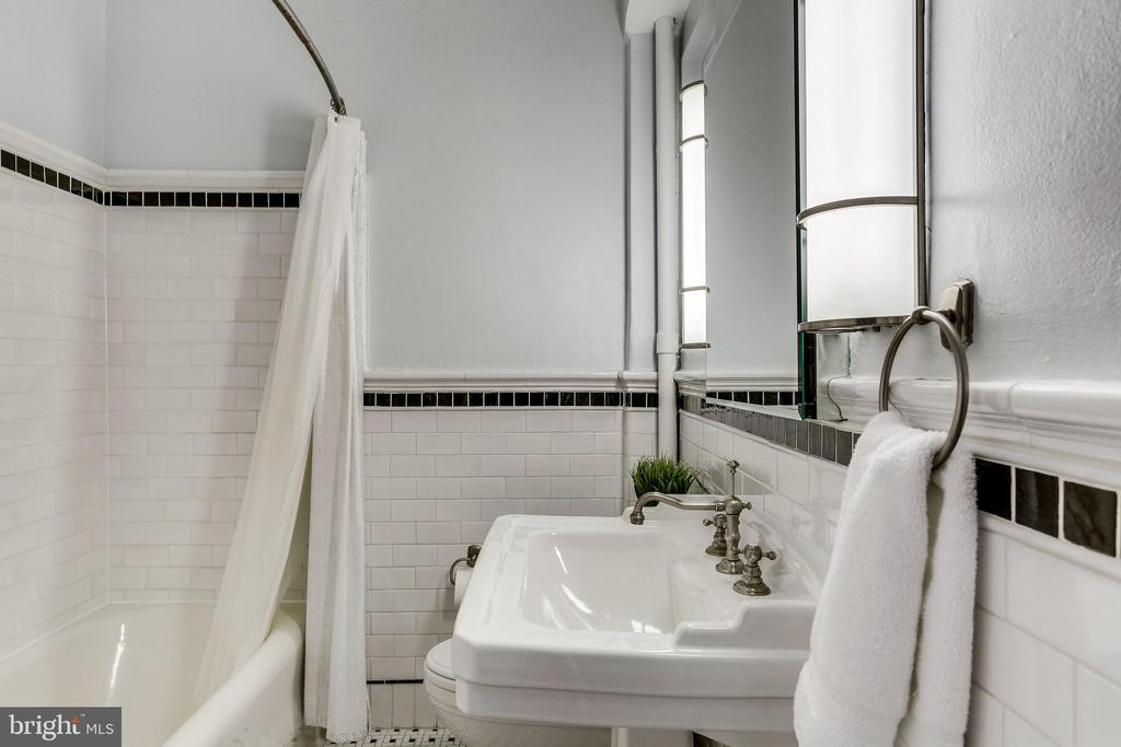 Bathroom - 3601 CONNECTICUT AVE NW #118, WASHINGTON