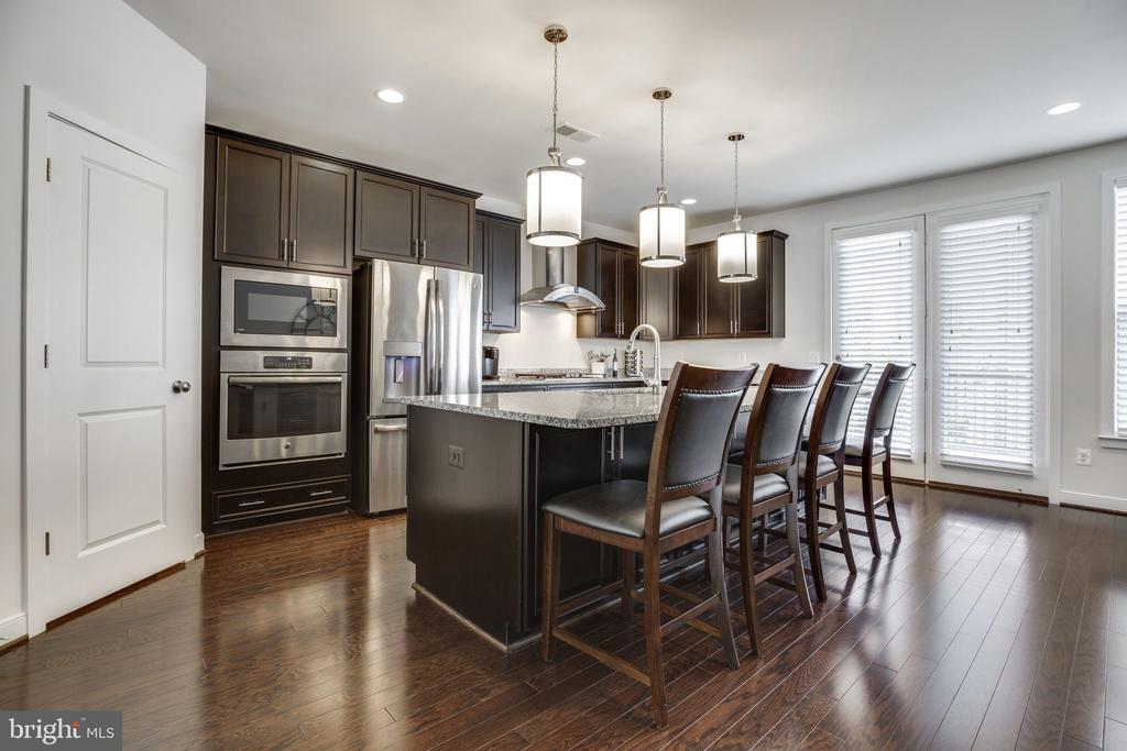 Designer kitchen - 42308 IMPERVIOUS TER, BRAMBLETON