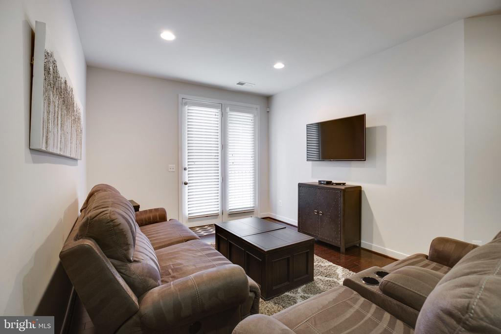Rec Room with access to yard - 42308 IMPERVIOUS TER, BRAMBLETON