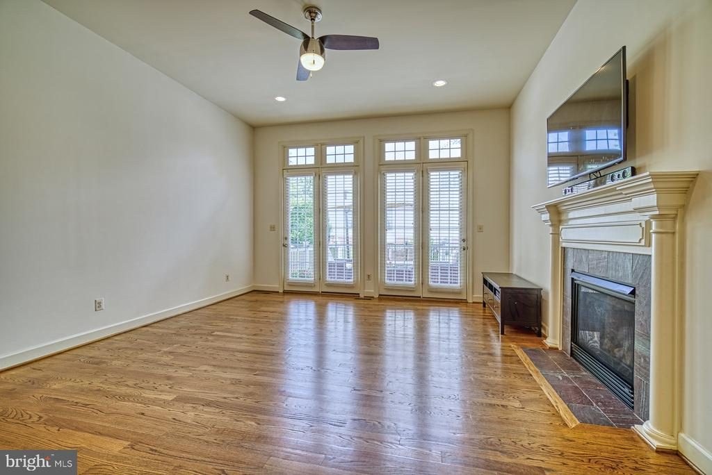 Family Room Leads to Outside Deck - 42439 MERIDIAN HILL DR, BRAMBLETON