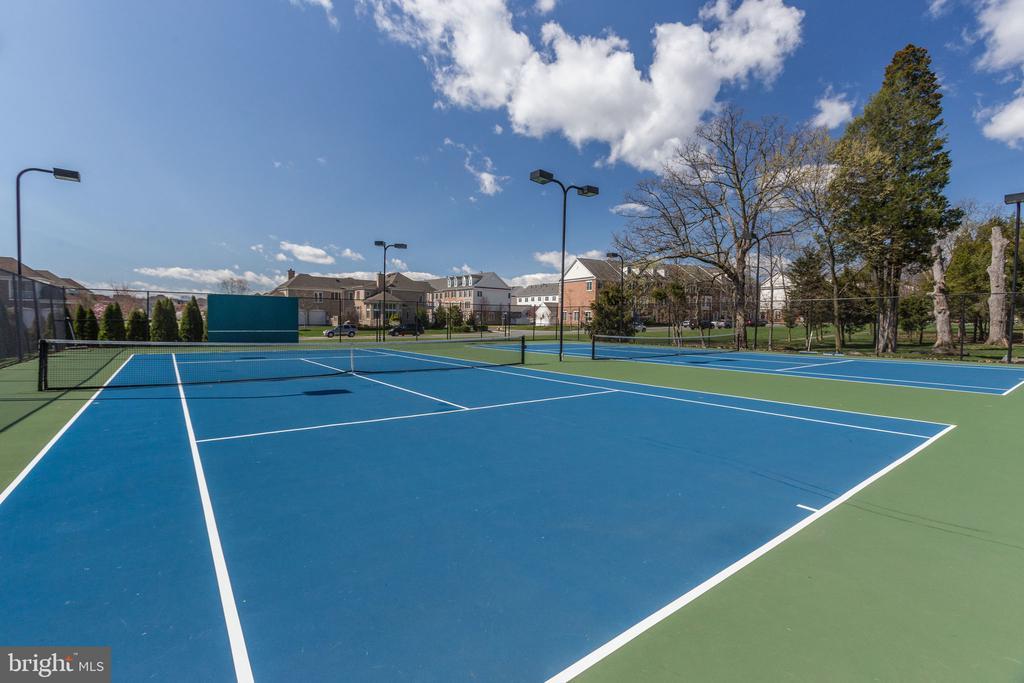 Tennis - 42308 IMPERVIOUS TER, BRAMBLETON