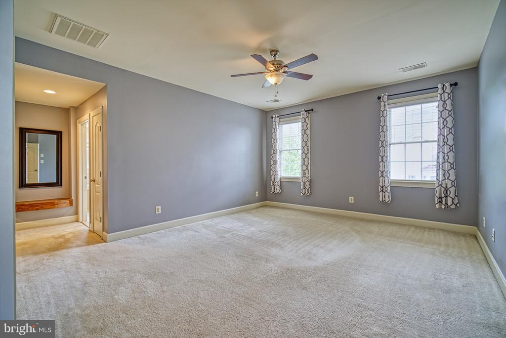 Large Master Bedroom - 42439 MERIDIAN HILL DR, BRAMBLETON