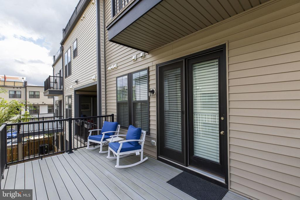 Deck from kitchen area for grilling (gas plumbed) - 42308 IMPERVIOUS TER, BRAMBLETON