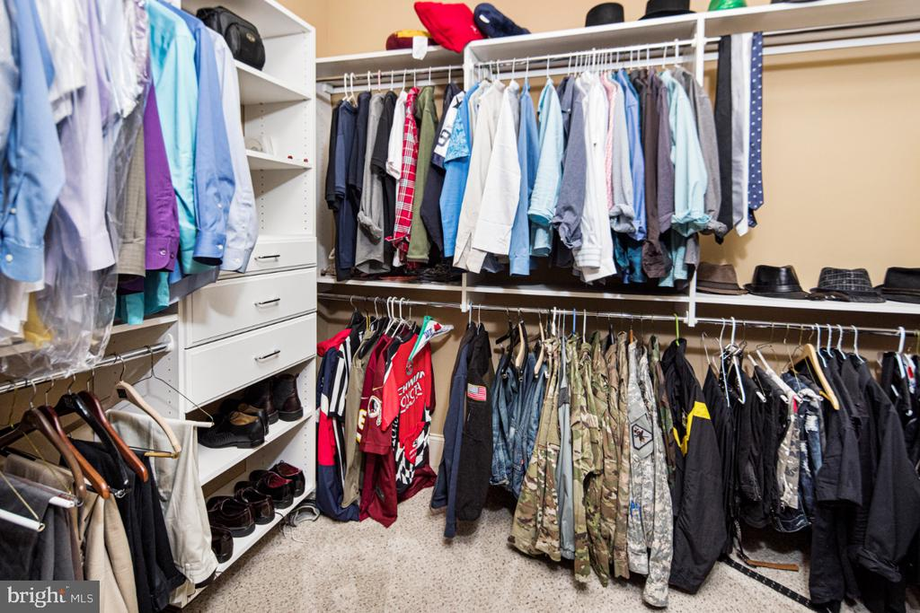 huge walk-in closet - 2270 W GREENLEAF DR, FREDERICK