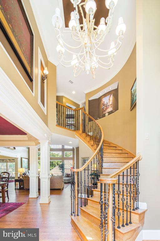 2 story foyer curved staircase - 2270 W GREENLEAF DR, FREDERICK