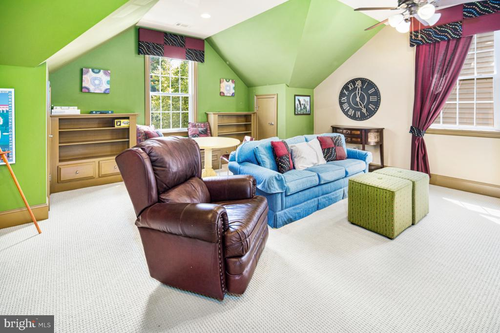 bonus room that can be used as 5th bedroom - 2270 W GREENLEAF DR, FREDERICK