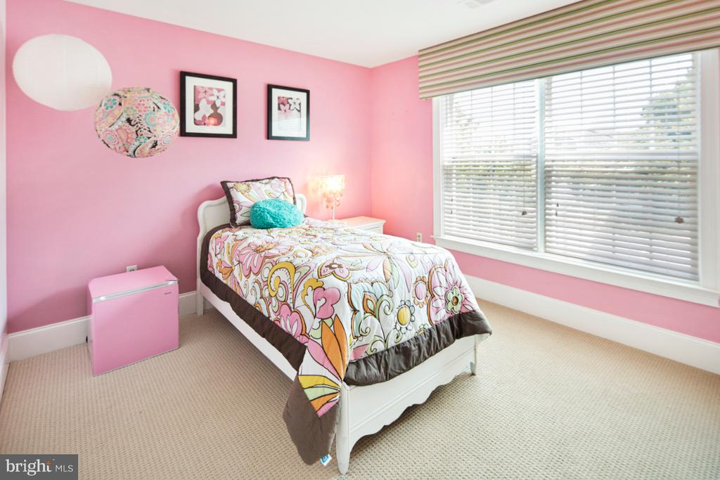 bedroom with 2nd on-suite bath - 2270 W GREENLEAF DR, FREDERICK