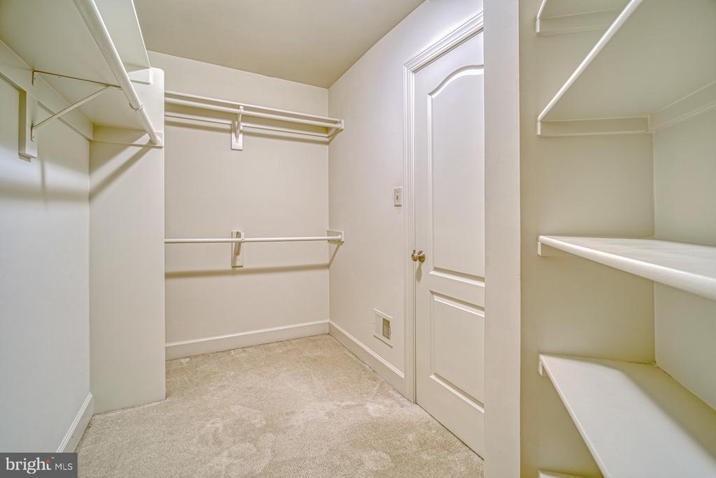 Great Walk-in Closets - 42439 MERIDIAN HILL DR, BRAMBLETON