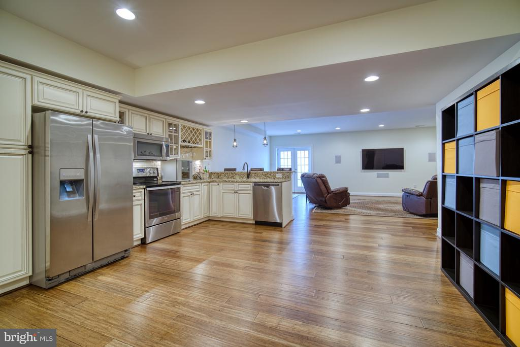Great Space for Long Term Guests - 42439 MERIDIAN HILL DR, BRAMBLETON