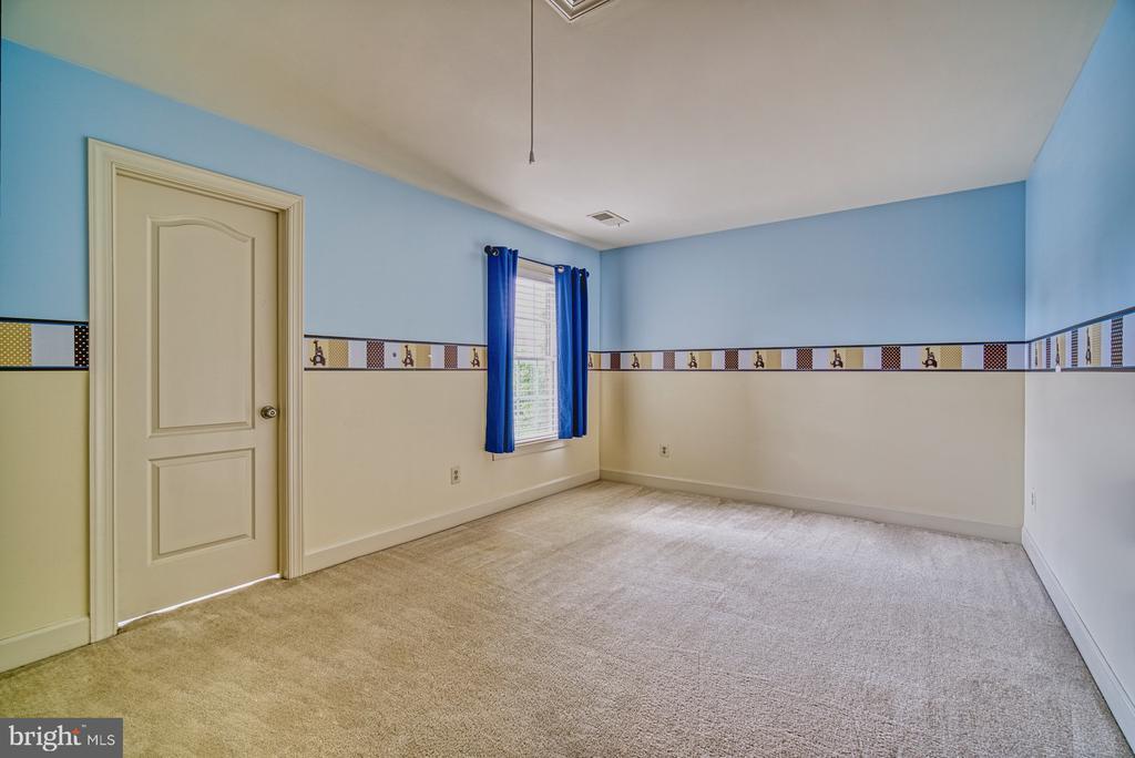 Spacious Third Bedroom - 42439 MERIDIAN HILL DR, BRAMBLETON