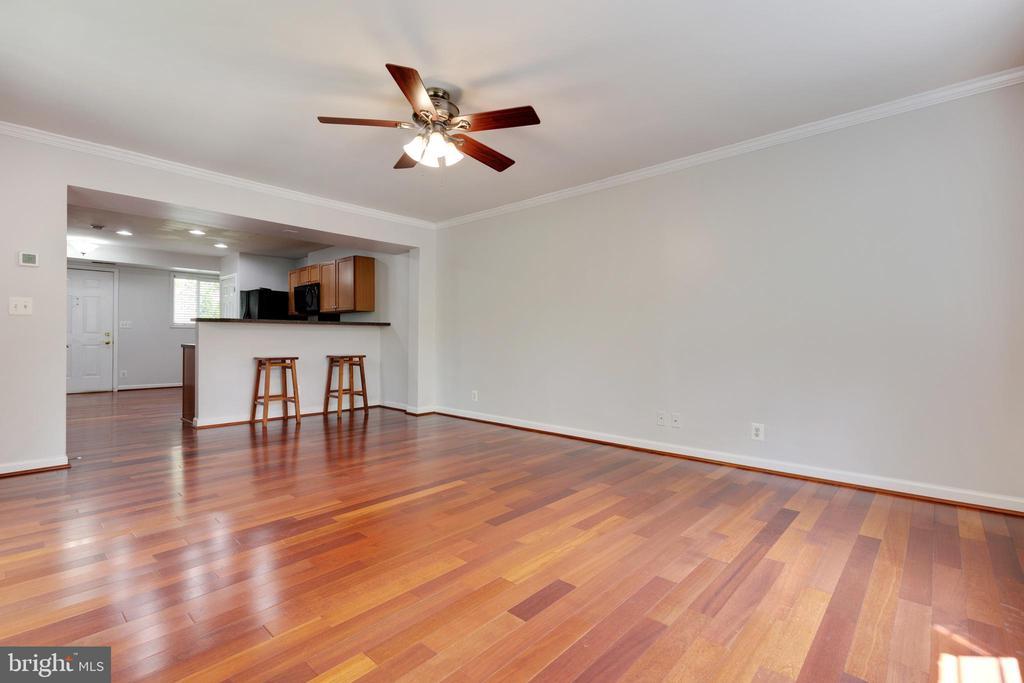 Living Area with lovely hardwood floors - 1271 N VAN DORN ST, ALEXANDRIA
