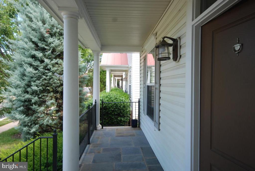 Stone-flagged porch - 9560 TARVIE CIR, BRISTOW