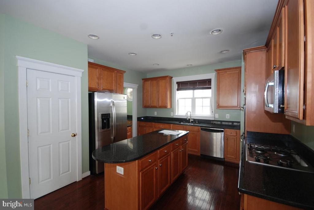 Gourmet kitchen - 9560 TARVIE CIR, BRISTOW