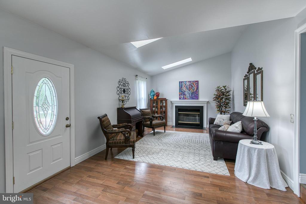 The family room leads to the two-story deck - 10517 CEDAR CREEK DR, MANASSAS