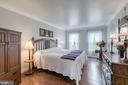 Large master bedroom - 10517 CEDAR CREEK DR, MANASSAS