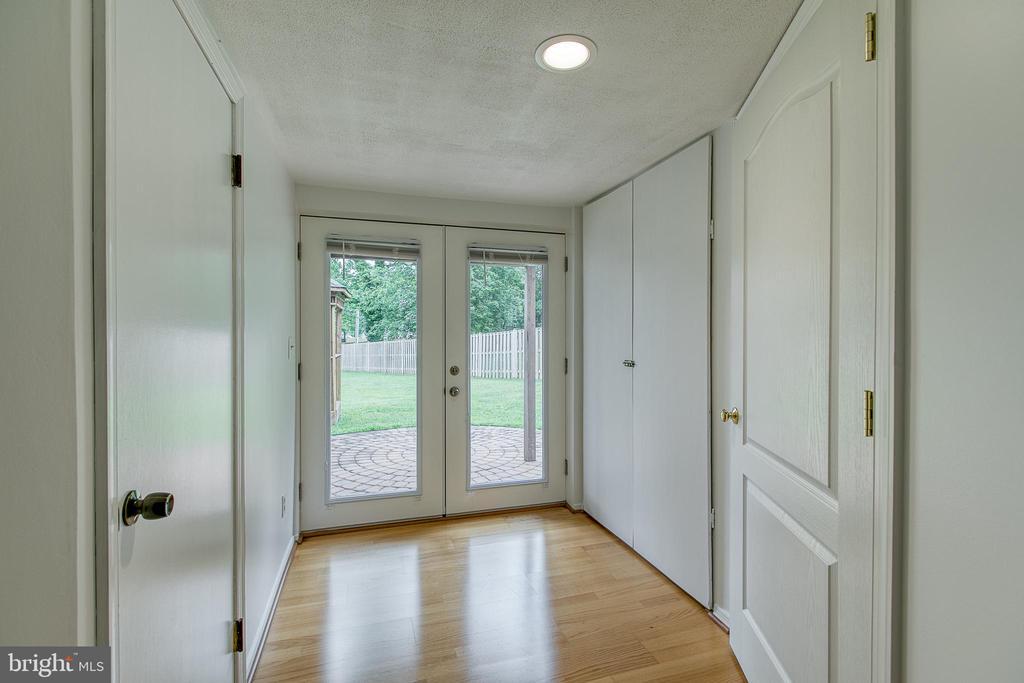 Walk-out basement - 10517 CEDAR CREEK DR, MANASSAS