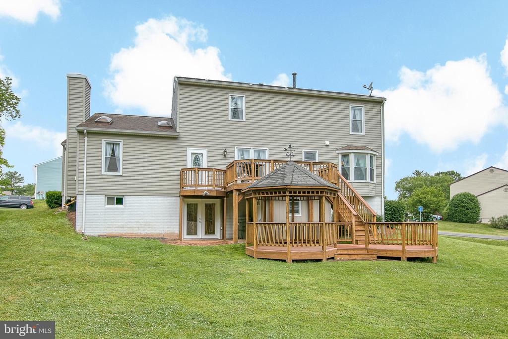 Two-story deck on .51 acres - 10517 CEDAR CREEK DR, MANASSAS