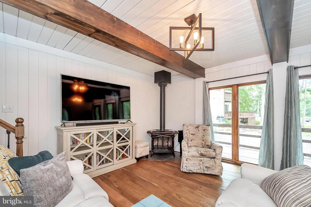 Family room with deck access - 1201 LAKEVIEW PKWY, LOCUST GROVE
